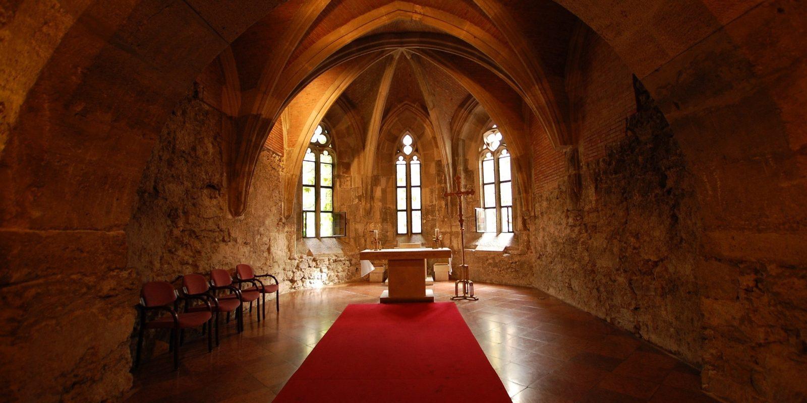 INTERIOR CHURCH-BUDA CASTLE, BUDAPEST, HUNGARY