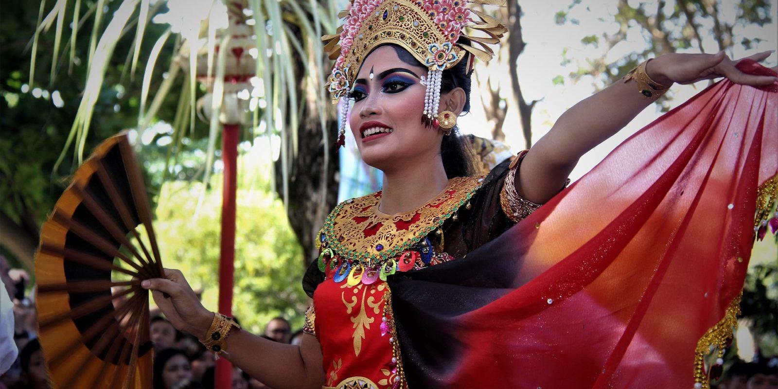 Kecak danseuse, Bali, Indonesia.
